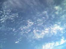 薄い雲と空