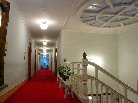メインダイニング前の階段