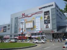 新村駅の表側