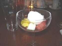 フルーツと酸っぱいアイス