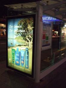 お宝広告館 【まれにみるみれにあむ】-オークランド バス停電飾看板