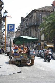 道ばたの屋台市場