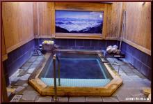 ロフトで綴る山と山スキー-簡素な浴室