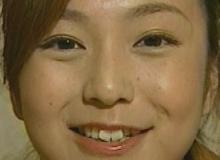 松岡洋子さんの少し顔あげた女神の微笑み