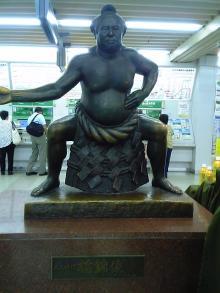 小岩駅栃錦像