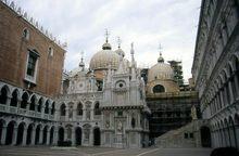 ドゥカーレ宮殿(イタリア)
