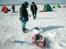 氷上穴釣り