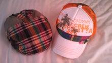 帽子を集めるのが趣味です。