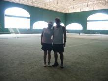 テニスコート室内