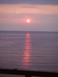 部屋から見た夕日