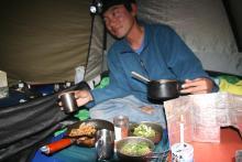 歩き人ふみとあゆみの徒歩世界旅行 日本・台湾編-テントで夕食