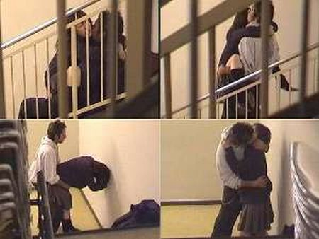 学園カップル階段でSEX