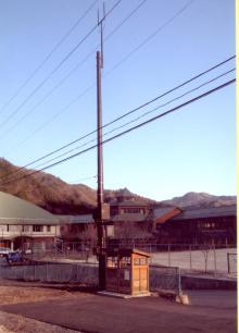 小学校前の基地局