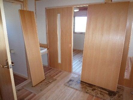 松島匠建の建てる木の家 「太田生品の家」Web日誌-建具塗装