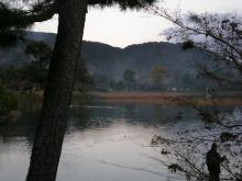 山に囲まれた大沢池