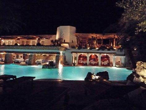 チャメナ夜のレストラン