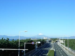 マンション:グランシティ湘南海岸Ⅱ-歩道橋より
