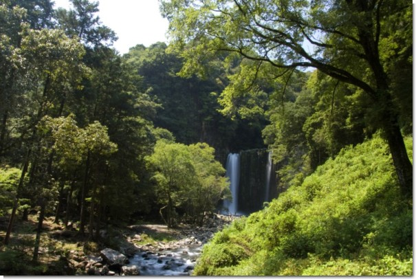 鹿目の滝遠景