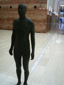 オペラシティの像