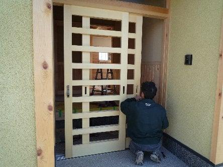 松島匠建の建てる木の家 「太田生品の家」Web日誌-玄関引き戸