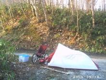 山中のキャンプ