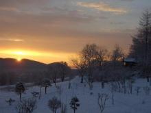 小屋と日の出