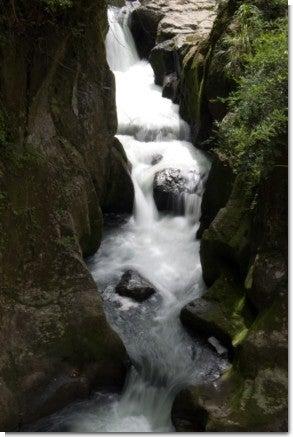 渓谷の滝2