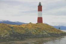 赤と白の灯台