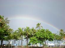 ワイキキビーチの虹