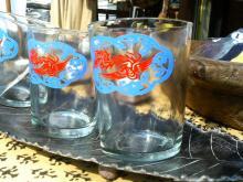 涼しげなグラスは必須アイテム。