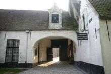 修道院入り口