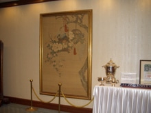 入口正面の絵画