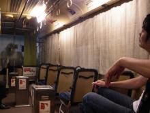 脂で天井が飴色になったバスの中!