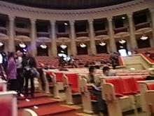 まさに、劇場です。