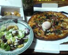 ピザのある食卓
