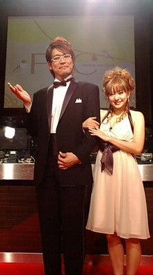 古坂タキシードとAAAチャキドレス写真だぁ!