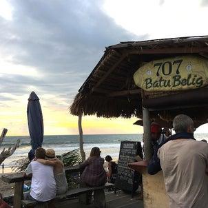バトゥベリックビーチの新しい人気バー707の画像