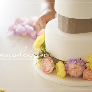 レンタル出来ます♪お花たっぷりでセミオーダーできるウェルカムケーキはウェディングシーンに♪の画像