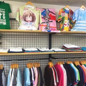 カラフルTシャツいっぱい!店舗をディスプレイの画像