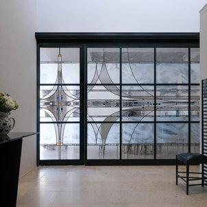 ステンドグラスの壁とドア 関西I様邸の画像