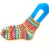 編み機で編む靴下の画像