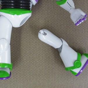 「バズライトイヤーの脚」の修理の画像