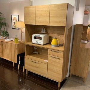 木の温もりの食器棚「シャック」の画像