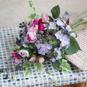 【募集/1Dayレッスン】2種類のローズと額紫陽花の吊るせるクラッチブーケの画像