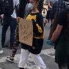 5/30 アリアナ・グランデが抗議デモに恋人と参加の画像