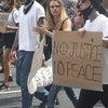 6/2 カーラ・デルヴィーニュが抗議デモに参加の画像