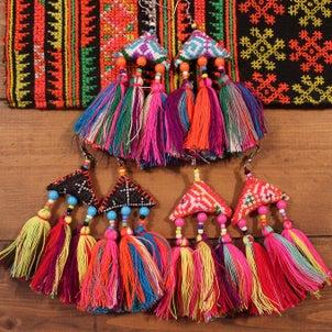 コーディネートのアクセントにモン族ピアス各種の画像