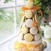 マカロンタワーのバースデーケーキの画像