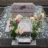 新しい墓石ですの画像
