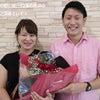 彼女の誕生日に合わせて花束でプロポーズの画像